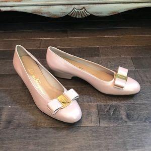 Vintage Ferragamo blush pink leather heels!!